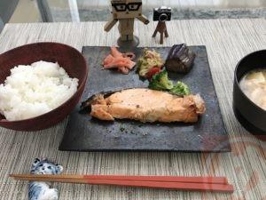 鮭のゴマ風味焼き